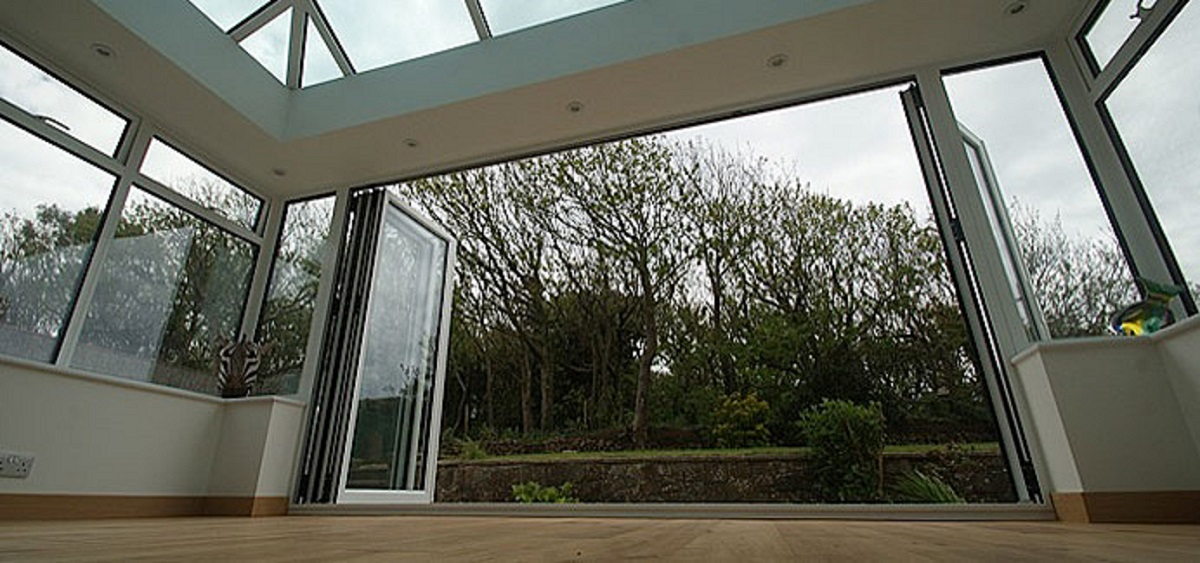 white-aluminium-bifold-doors-sussex