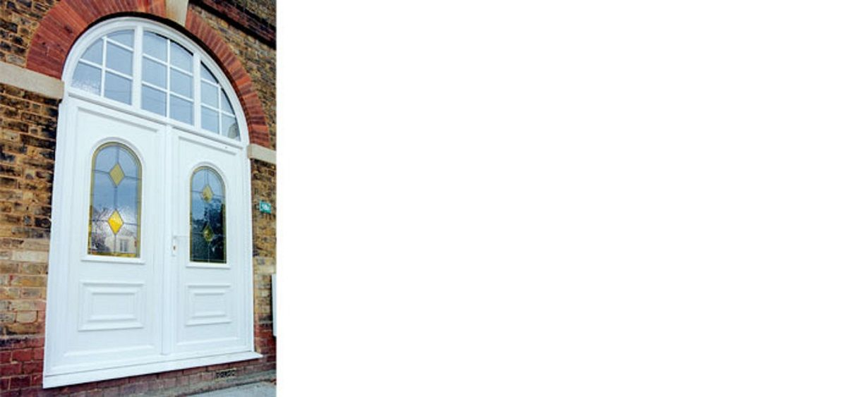 white-panelled-door-with-arched-toplight-east-sussex